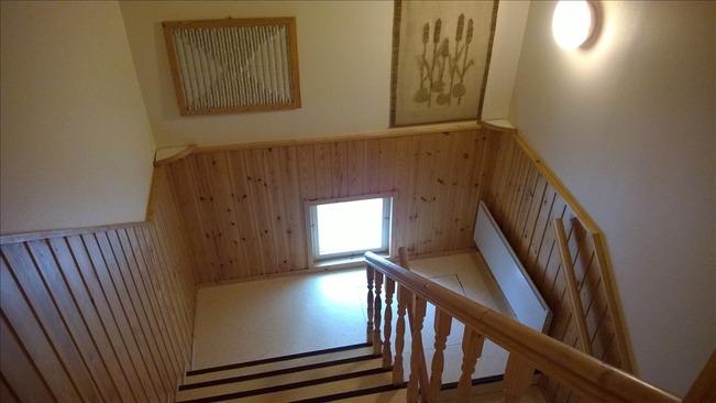 Raput alakerrasta yläkertaan