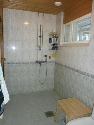 pesuhuone wc-istuimella