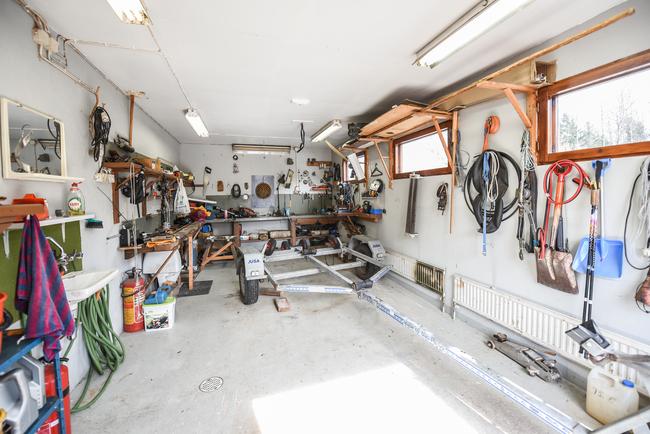 Autotalli / Garage