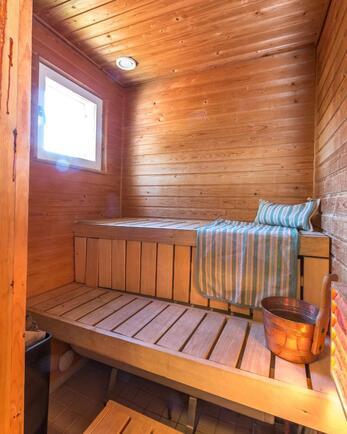 Sauna, jossa avattava ikkuna
