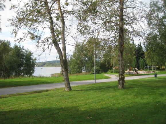 uimaranta ja leikkipuisto lähellä
