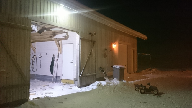 Autotalli, lämmönjakohuone ja liiteri