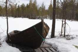 Vene odottaa jään sulamista