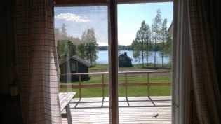 Näkymä keittiön ikkunasta.