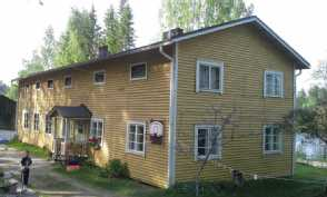 Asuinrakennus takapiha