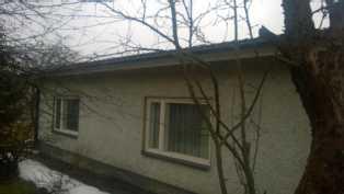 Kuva asuinrakennuksen  takapuolelta