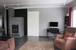 Varaava takka on talossa keskeisellä paikalla, josta se jakaa lämpöä tasaisesti