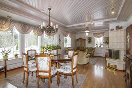 Olohuoneesta mahdollista rajata yksi makuuhuone lisää kevyellä väliseinällä.