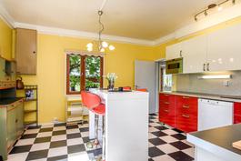 Nuorekas ja persoonallinen keittiö uusittu 2016