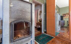 Makuuhuoneen vuolukivitakka luo lämpöä ja tunnelmaa