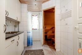 Kodinhoito- ja kylpyhuone, sauna