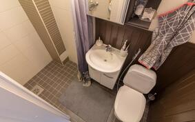 Alakerran wc ja suihku