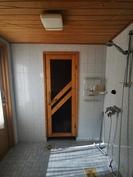Alakerran kylpyhuone, käynti ulos