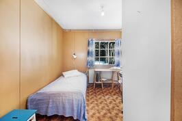 Alakerrassa pienempi työ- makuuhuone