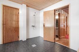kylpyhuoneesta käynti kodinhoitotilaan
