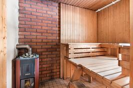 Kylpyhuoneesta pääset saunomaan