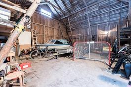 Piharakennuksessa on tilaa harrastaa ja varastoida