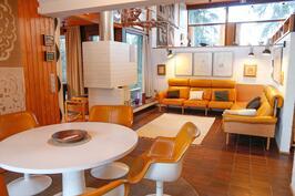 ruokailutila ja olohuone ovat yhtenäistä tilaa