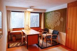 alemman tason toinen huone, joka ollut työhuoneena. Tilaan oma sisäänkäynti odotustilan kautta.