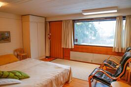 alemman tason makuuhuone jossa myös oma sisäänkäynti