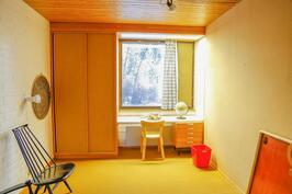 sisääntulokerroksen pienempi makuuhuone
