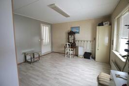 Uudisosan makuuhuone- sovrum i den nya delen