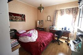 Alakerran 1. makuuhuone- 1. sovrum på nedre våningen
