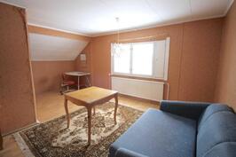 Yläkerran makuuhuone- Sovrum på andra våningen