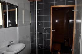 Kylpyhuoneesta saunatilaan
