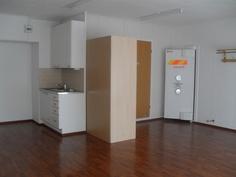 Lisäksi liikehuoneistossa on myös keittiönurkkaus ja kph/wc-tilat!