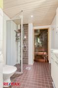 Kylpyhuoneessa toinen wc