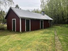 Varastotilat, vanha sauna ja puucee