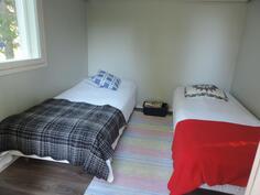 Autotallirakennuksen lämpöeristetty huone voi toimia myös kesähuoneena