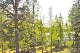 Näkymä järvelle terassilta