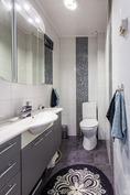 ja täysin remontoitu erillinen wc