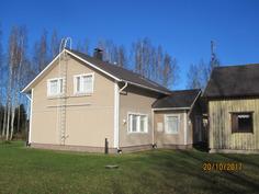 Kuvassa oikealla purettava vanha talo odottaa purkua