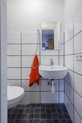 Erillinen wc keskikerroksessa