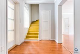 Eteinen ja portaikko