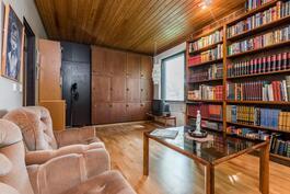 kirjastohuone, jaettavissa makuuhuoneiksi