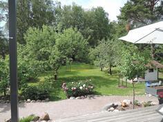 Terassilta puutarhaan