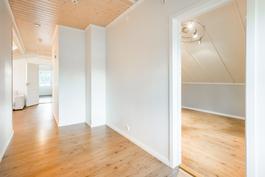 Yläkerran aulaa / Del av aula på övre våning