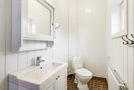 Kylpyhuoneen yhteydessä wc / Wc i badrum