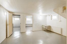 Siisti kellari säilytystiloineen / Snygg källare med förvaringsutrymme