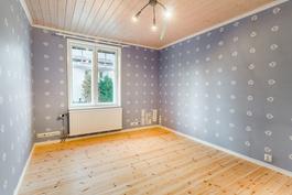 Työhuone alakerrassa / Arbetsrum på nedre våning