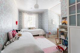 Yläkerran makuuhuone3