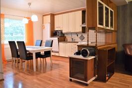Remontoidussa kolmiossa on yhtenäinen olohuone ja keittiö