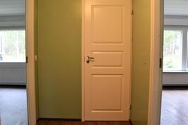 Tässä asunnossa on myös olohuoneeseen ovi, joka mahdollistaa käytön myös makuuhuoneena