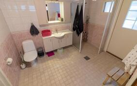 Myös kylpyhuoneessa wc