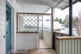 Kiva, lasitettu parveke/ Trevlig, inglasad balkong