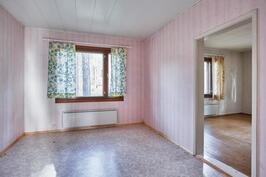 Toisen huoneiston makuuhuone